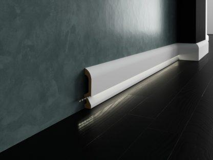 Biała lakierowana listwa oświetleniowa przypodłogowa do podświetleń cokół Creativa LPC-19M-LE